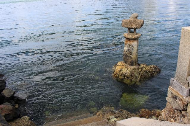 和布刈神事の舞台となる海への階段